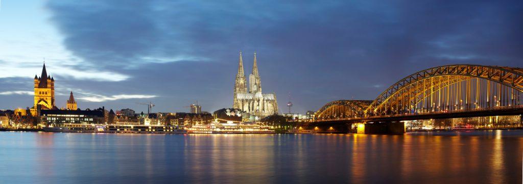 Kölner Skyline bei Nacht