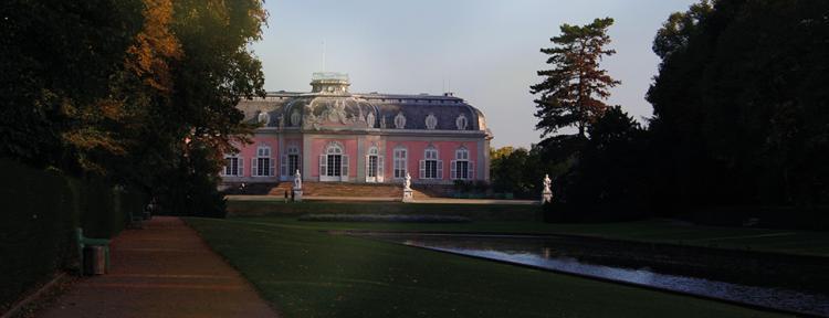 Schloss Benrath und Spiegelweiher